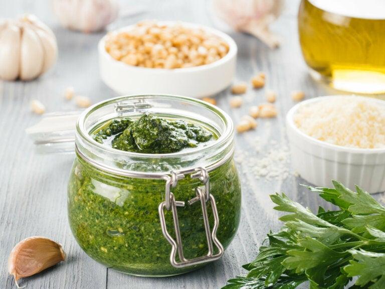 ¿Cómo hacer salsa de ajo y perejil?