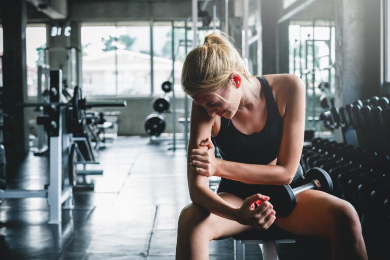 ¿Por qué el cuerpo tiembla al intentar levantar más peso?