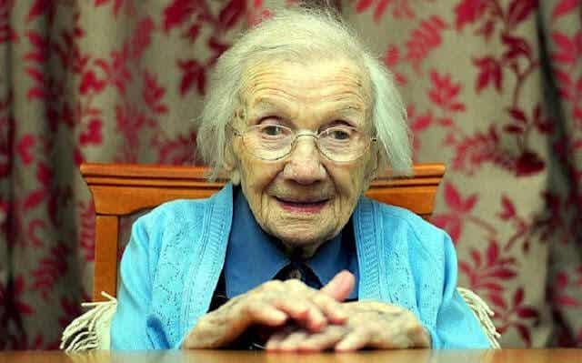 El secreto para una vida más larga es evitar a los hombres, afirma mujer de 109 años