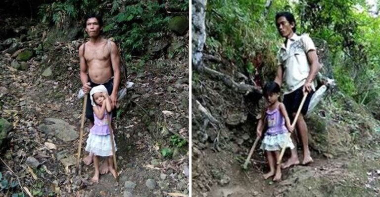 Así la familia se alimenta: papá no vidente es acompañado por su hija para que pueda llegar al trabajo