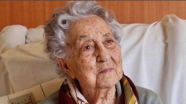 Revela secreto de longevidad en su desayuno mujer de 105 años