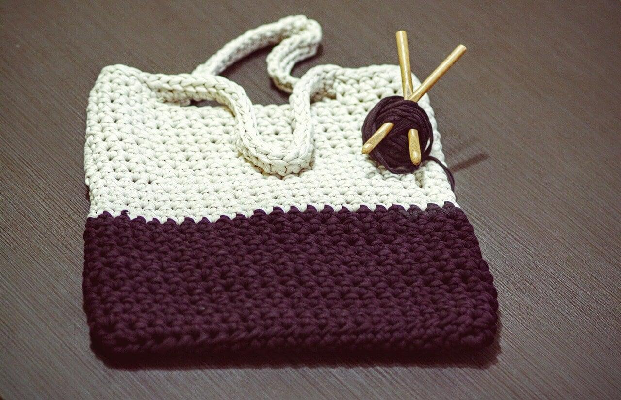Bolso tejido al crochet.