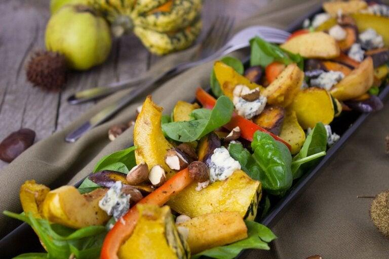 Receta de ensalada saludable con vegetales del otoño