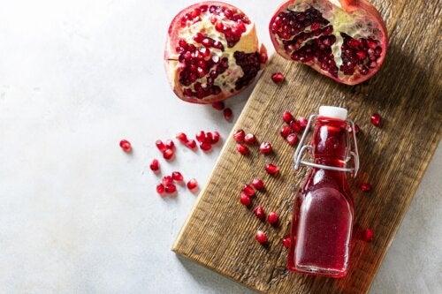 Vinagre de granada: beneficios y receta