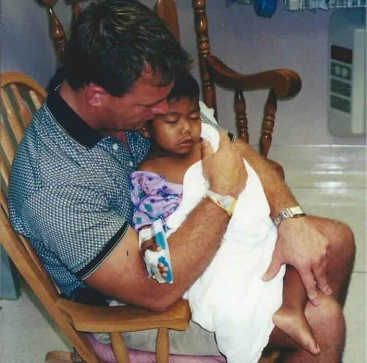 Adoptó a un niño enfermo: padre soltero crió un campeón