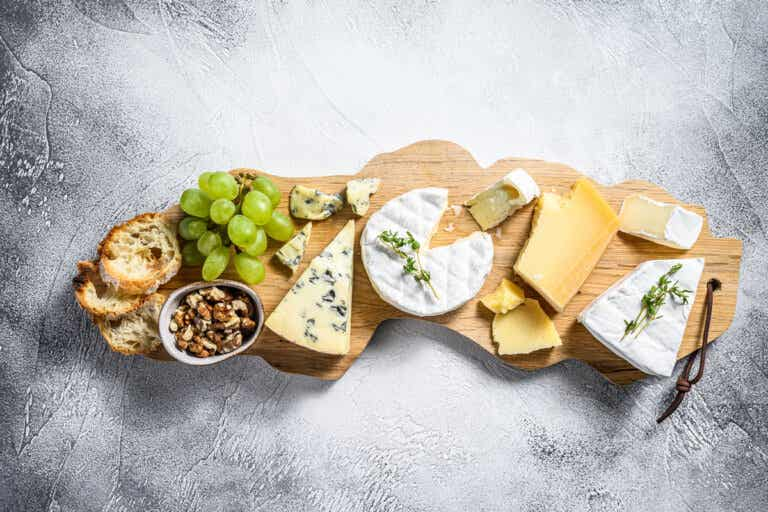 ¿Cómo preparar una tabla de quesos?