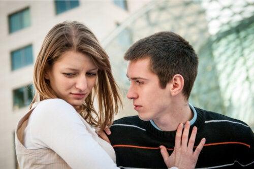 5 señales de posible violencia en las parejas adolescentes