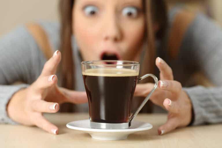 ¿Qué le sucede a tu cuerpo cuando te excedes con la cafeína?