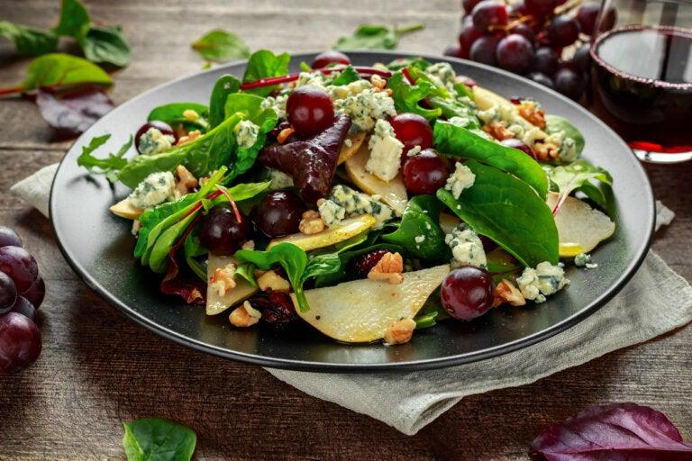 3 recetas de ensaladas saludables con uvas