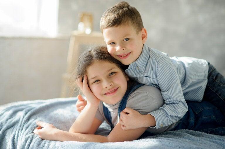 8 ventajas y desventajas de que los hermanos compartan habitación