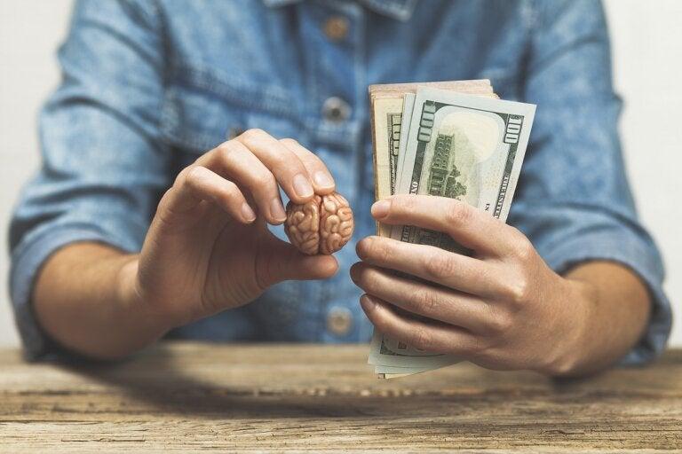 ¿En qué consiste el efecto dotación?