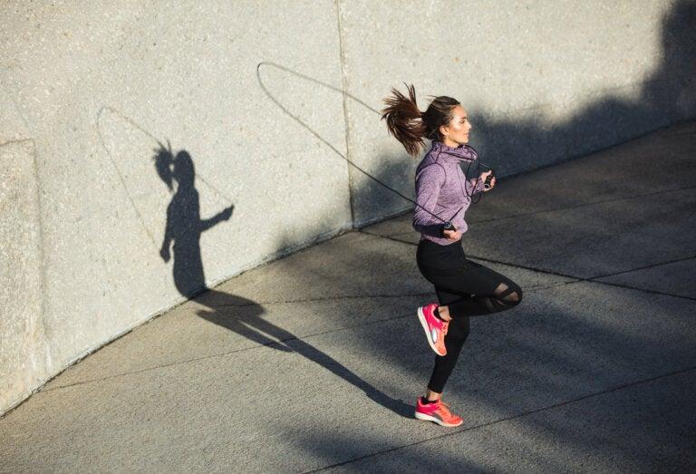 ¿Saltar la cuerda puede afectar las rodillas?